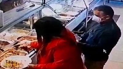 Video capta al sospechoso del hurto de un celular en un comedor