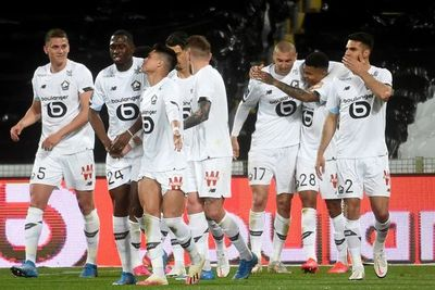 Lille gana el derbi en Lens y se distancia como líder