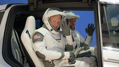 """""""Me sentí muy pesado"""": Relatos de los astronautas que regresaron a la Tierra con SpaceX"""