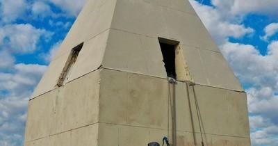 La Nación / Garra guaraní: tres paraguayos a 68 metros de altura pintan el obelisco argentino