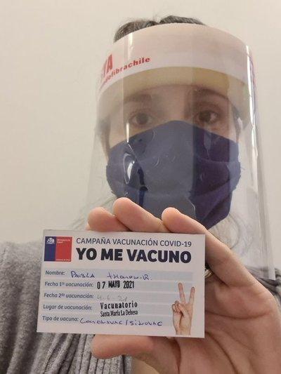 Pabla Thomen recibió la primera dosis de la vacuna covid-19 en Chile