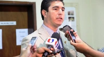 Ex ministro y su secretaria a juicio: acusados de robar 3.700 millones de programa antipobreza