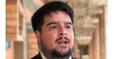 """La Nación / Roque Silva presentará su renuncia y advierte a Abdo que le """"están haciendo la cama"""""""