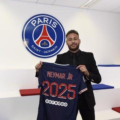 Neymar renueva contrato con el PSG hasta el 2025