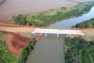 Puente sobre el río Monday está en la última etapa de construcción