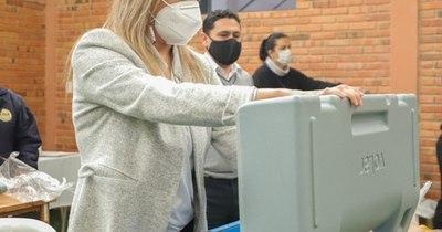 La Nación / Capacitan a 666 mujeres en temas electorales, con miras a las municipales
