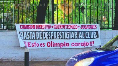 Olimpia: En el club aparecieron mensajitos para nada amorosos