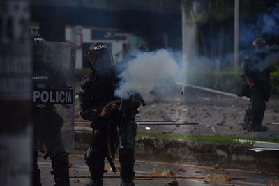 Defensores de derechos humanos, blancos de la brutal represión en Cali