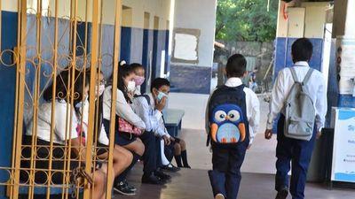 Solo 347.128 estudiantes siguen en clases presenciales  ante el Covid-19