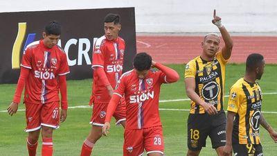 Royal Pari se presenta con 7 jugadores a partido que duró casi 10 minutos