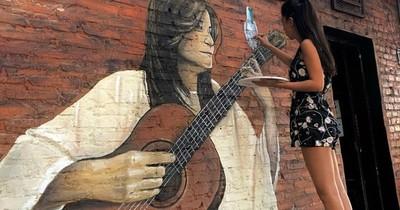 La Nación / Berta Rojas celebra mural en honor a artistas paraguayos