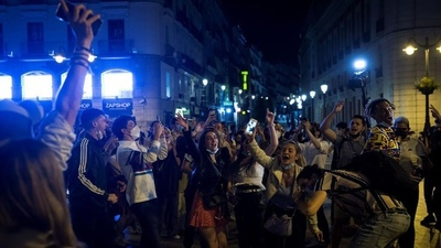 Festejos y descontrol en España por el fin del estado de excepción por COVID-19