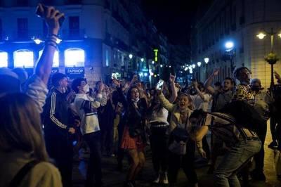 Covid: españoles salen a las calles a festejar el fin del estado de alarma