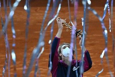 Zverev derrota a Berrettini y se queda con su segundo Masters 1000 de Madrid