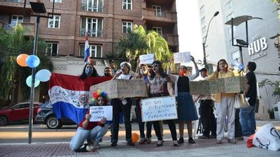 Manifestación ciudadana contra Lilian Samaniego en Asunción