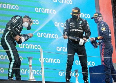 Una más de Lewis Hamilton