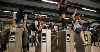 La Nación / De los torniquetes a las urnas: estudiantes empujaron la Constituyente en Chile