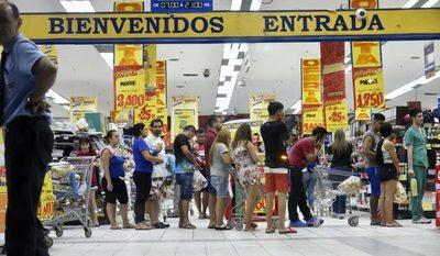 Supermercados vuelven a horario normal desde mañana y aguardan concurrencia por los días feriados