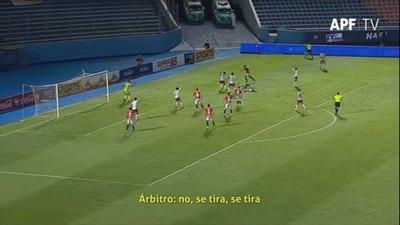 'Se tira', así observó el VAR otras dos jugadas polémicas en Cerro-Nacional