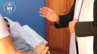"""""""Su vida es un milagro"""", dijo arzobispo al visitar a José Zaván"""