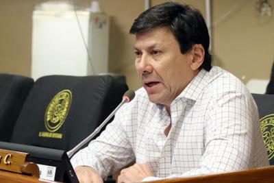 """Es """"imposible"""" que municipio asunceno compre vacunas, afirma diputado"""