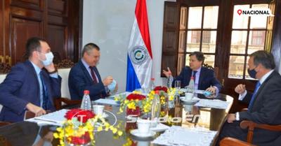 Euclides Acevedo se reúne con el embajador ruso para acelerar entrega de vacunas