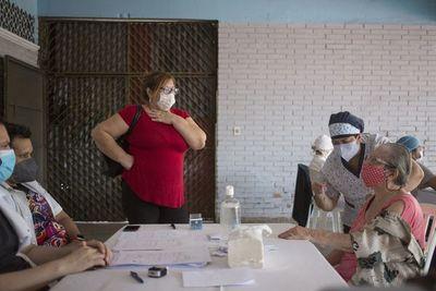 Otorgarán licencia a trabajadores para acudir a vacunarse o acompañar a adultos mayores a su cargo