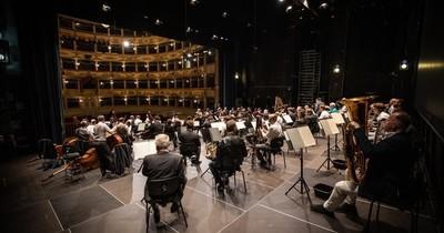 La Nación / Filarmónica de Viena vuelve a tocar frente al público en Italia