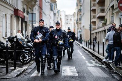 Gobierno francés endurece penas por agresiones a policías