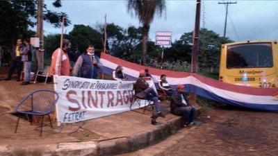 CHOFERES URBANOS EN HUELGA FRENAN SALIDA DE ÓMNIBUS