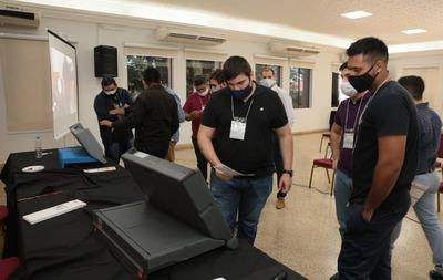 Agrupaciones políticas participaron de auditoría a máquinas de votación