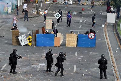"Tensión en Colombia: Ministro de Defensa asegura que ""terroristas infiltrados"" en protestas hirieron a 849 policía"