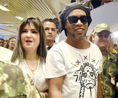 Caso Ronaldinho: aunque se excluye a exdirector de Migraciones y a Acevedo, investigación sigue, según fiscal