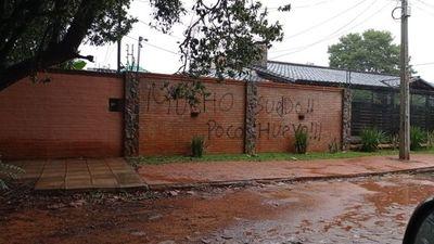 Tito Torres responde a barras bravas que escribieron un mensaje en su muralla