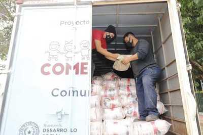 Entregan 14 mil kilos de víveres para familias de Alberdi e incluyen a 200 familias más a Tekoporã