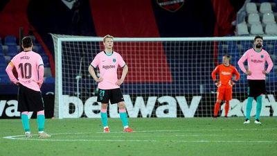 Barcelona empata y se aleja del título
