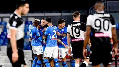 Napoli aplasta al Udinese y asalta la segunda plaza