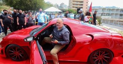 La Nación / Pese a los constantes cortes de luz, fabrican un coche 100% eléctrico en Líbano