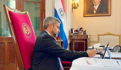 Presidente Mario Abdo firma decreto para las fiestas de fin de año