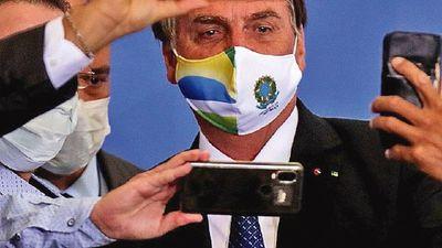 Fiscalía de Brasil pide  investigar manejo de fondos de Bolsonaro