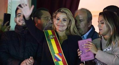 Bolivia: Fiscalía abrió investigación contra Jeanine Áñez por haber asumido la Presidencia en 2019
