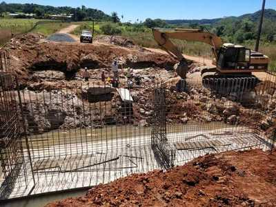 Seis puentes son construidos para romper el aislamiento de 6.000 habitantes de Paraguarí