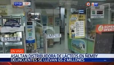 Asaltan distribuidora de lácteos, destruyen cámaras y se llevan dinero
