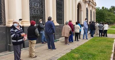 La Nación / Tras agotar stock, reinician vacunación contra el COVID-19 en Concepción