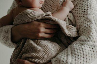 Atención nuevas mamis: ¿necesitas realmente evitar ciertos alimentos durante la lactancia?