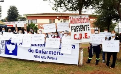 Enfermeros del Hospital Regional recuerdan reivindicaciones en su día