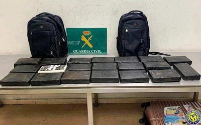 Detienen a 4 funcionarios de la Dinac por tráfico de drogas a Europa •