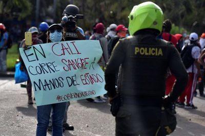 """Siloé, el barrio """"en resistencia"""" más violento durante las protestas en Colombia"""