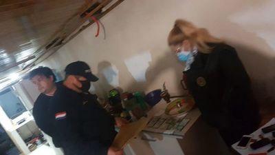 Desbaratan red de estafadores que operaba en penal de Itapúa