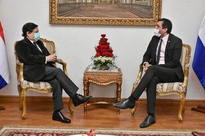 Canciller Acevedo recibe en audiencia al embajador de Gran Bretaña e Irlanda del Norte